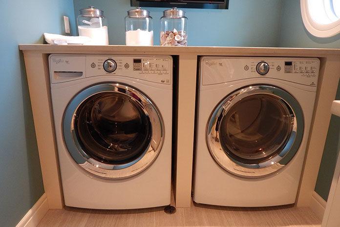 Jakich zasad należy się trzymać, ustawiając pralkę w kuchni?