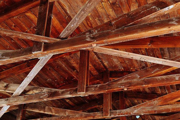 Jak wybrać drewno na więźbę dachową