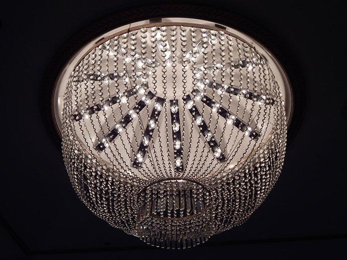 Lampy do salonu – klasyczne czy nowoczesne?