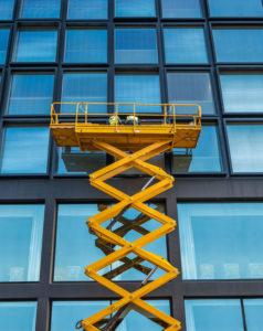 Mycie okien na dużych wysokościach